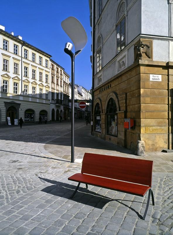 Kauza osvětlení Horního náměstí pokračuje – město pro jedinečné historické jádro Olomouce preferuje katalogový produkt